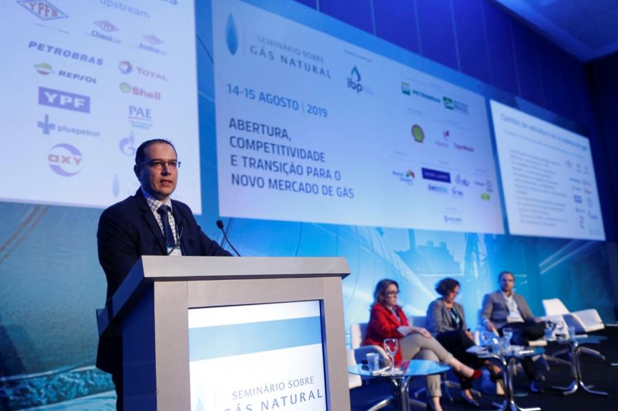 DIRECTOR EJECUTIVO DE LA CBHE PARTICIPA EN SEMINARIO DE GAS NATURAL EN RIO DE JANEIRO